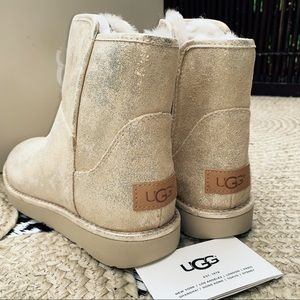 Brand new! Ugg Abree mini stardust boots size 6